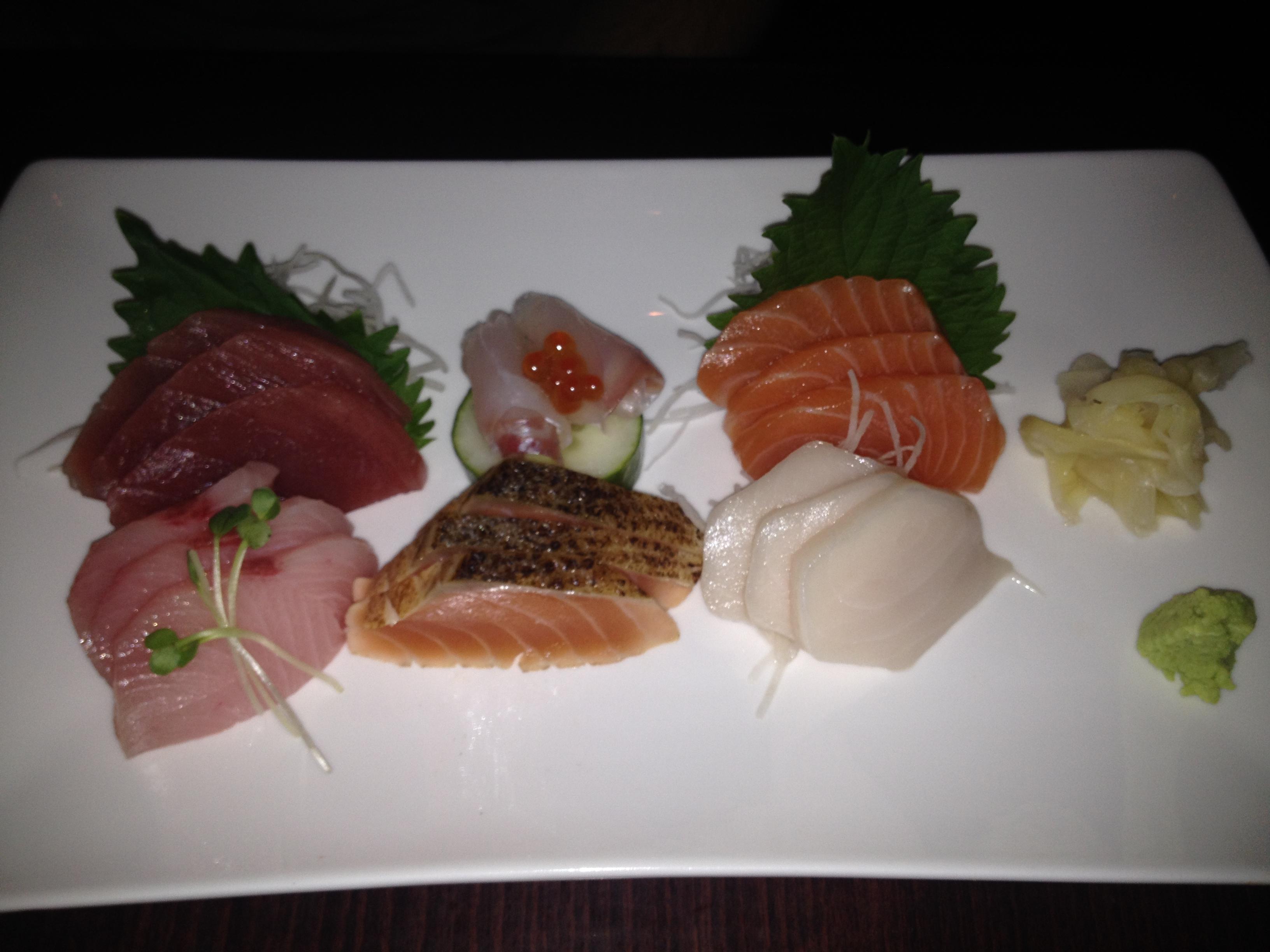 Momoya Review - Sashimi Combo Platter