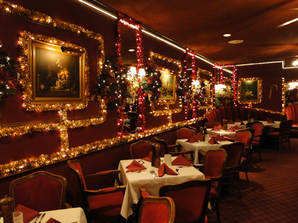 Ways to boost holiday restaurant traffic with sms the